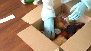 Caja con alimentos para donación