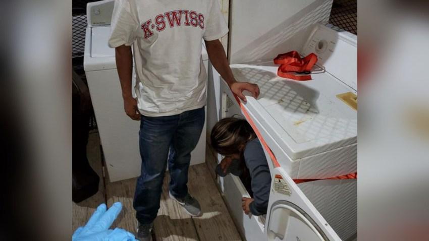 Migrantes escondidos en muebles en Laredo
