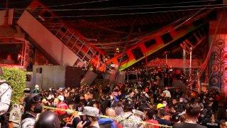 Decenas de personas se arremolinaron en zona donde colapsó el metro de Ciudad de México